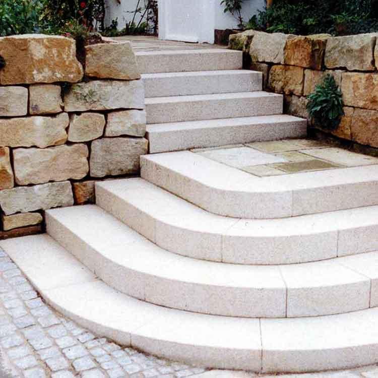 treppe zum garten good treppen im garten terrasse stufen naturstein treppen im garten ideen. Black Bedroom Furniture Sets. Home Design Ideas