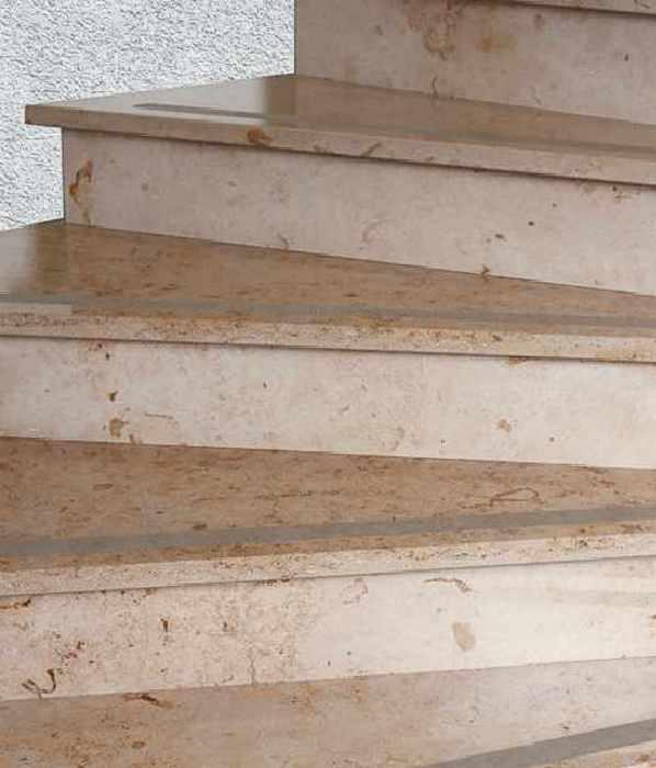 Treppenfliesen fliesen und naturstein treppen geflieste treppe in berlin potsdam und brandenburg - Fliesen fur treppenstufen ...