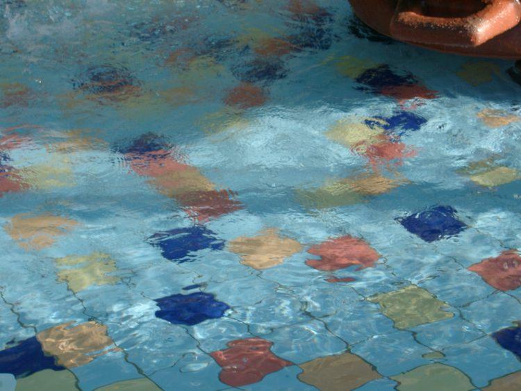 pool fliesen frostsicher schwimmbad und saunen. Black Bedroom Furniture Sets. Home Design Ideas