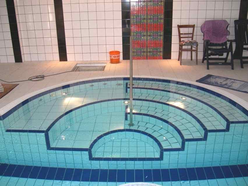 Schwimmbadfliesen Treppe, Schwimmbad Schwimmbecken Fliesen, Pool Fliesen,  Poolfliesen, Schwimmbadsanierung, Berlin, ...