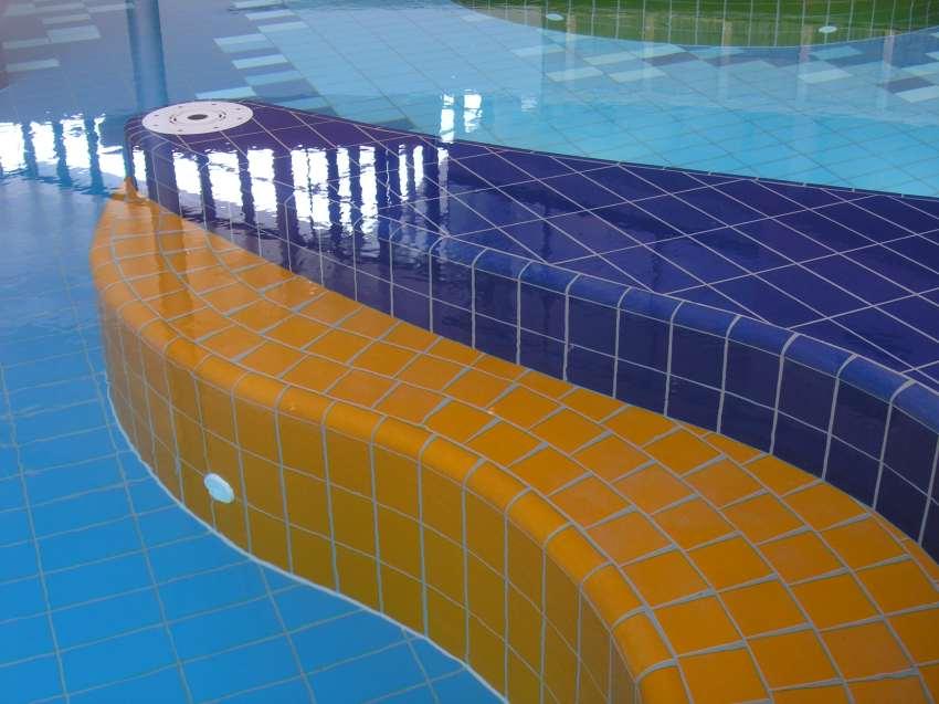 Schwimmbadfliesen, Schwimmbad Schwimmbecken fliesen, Pool Fliesen, Poolfliesen, Schwimmbadsanierung, Berlin, Potsdam, Brandenburg