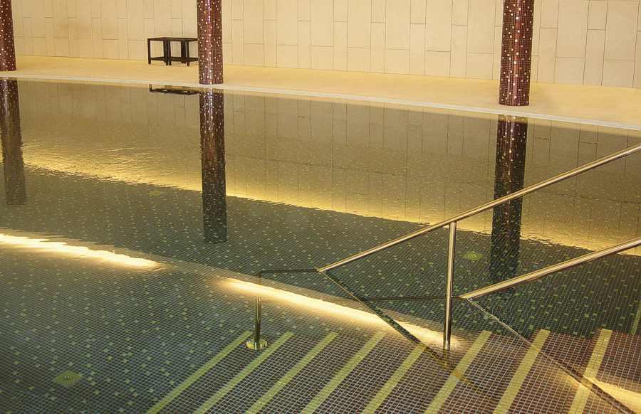 Schwimmbadfliesen, Schwimmbadmosaik, Schwimmbad Schwimmbecken fliesen, Pool Fliesen, Poolfliesen, Schwimmbadsanierung, Berlin, Potsdam, Brandenburg