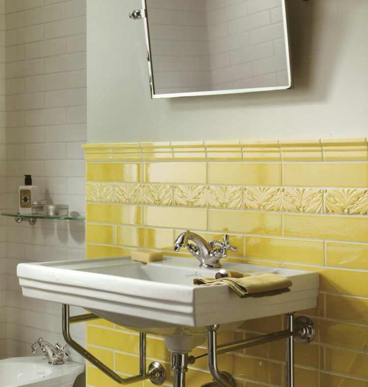 Alte wandfliesen altfliesen alte badezimmer alte kacheln alt fliesen potsdam berlin - Fliesen farbig ...
